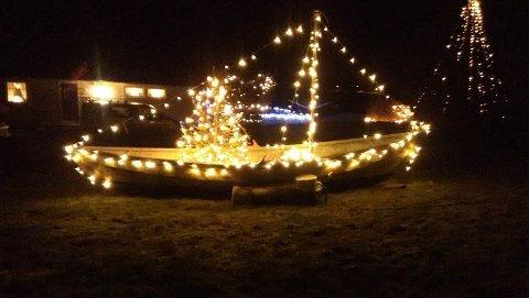 PYNTA BÅT: Harald Stang valde å pynte båten sin med julelys i år.