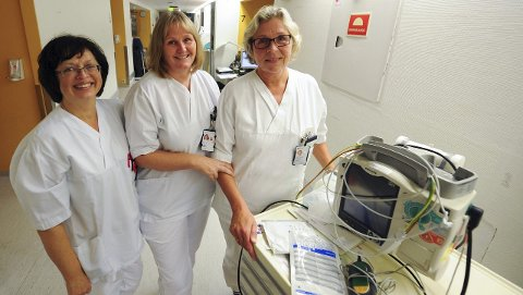 Sammensveiset: De tre sykepleierne fra venstre Anne Karin Andreassen, Birgitte Strømnes og Gunn Glenne Johansen har gått sammen på nattevaktene på B4 siden tidlig på 90-tallet. Foto: Jan Erik Skau