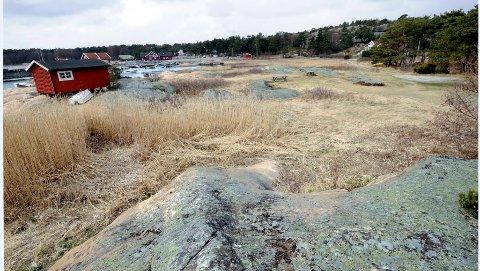 Hvaler-strid: Hytta ligger i dette området ved Skipstadsand, men sees ikke direkte på bildet. Den eies av en familie fra Oslo.