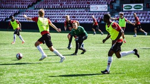 Solid innsats på FFK-trening. – Men de må spille kamp for å få vite hvor de står i forhold til andre, understreker Erlend Øverby.