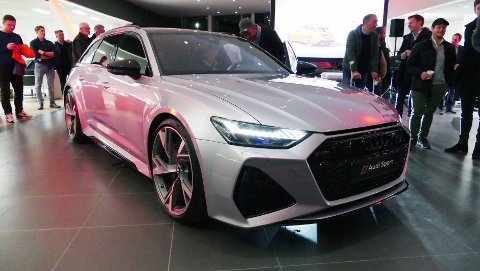 Audi RS 6 har helt siden debuten i 2002 vært en drømmebil for mange. Nå har nyeste generasjon endelig kommet til Norge – her er den under avdukingen i Oslo tirsdag kveld.