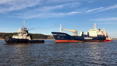 Etter et lengre opphold i Fredrikstad, ble Samskip Frost hentet av t/b FFS Amaranth i forrige uke. I september fikk skipet maskinproblemer i det den var på vei ut løperen, og måtte returnere til Fredrikstad.  Etter å ha gjort en grundig vurdering av skipets alder og tilstand opp mot kostnadene for reparasjon, valgte rederiet Samskip å «pensjonere» skipet etter 35 års tro tjeneste.  Skipet ble slept til Green Yard i Fedafjorden, hvor det skal hugges opp og resirkuleres. For rederiet var det viktig å velge en miljøvennlig og bærekraftig løsning, og valget gikk for «Green Yard». Verftet i Fedafjorden ved Kvinesdal utfører resirkuleringsprosesser etter strenge nasjonale- og internasjonale avtaler og regelverk, og skal være en av de mest miljøvennlige alternativene i markedet. Samskip Frost ble bygget på Fosen verft i Rissa i 1985. Det er et kombinert stykkgods- fryseskip med sideport, noe som betyr at den laster og losser palle- og stykkgods via en port i skutesiden.  Det ble en vemodig avskjed for mannskapet, som stod igjen på kaia i det skipet forlot havna for aller siste gang.