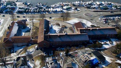 Fjeldberg sykehjem ligger ved Mosseveien og Fjeldberg båthavn. På grunn av koronasmitte er det besøksstans på sykehjemmet frem til fredag.