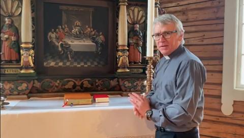 Deltar. Kapellan Per Willy Wilhelmsen deltar på den digitale skolegudstjenesten i Tomb kirke.
