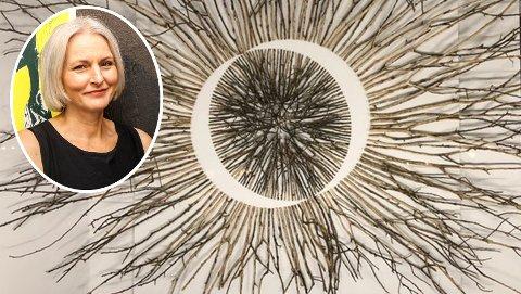 Sarpsborg-kunstneren  Gerd Wevling Matre (innfelt) stiller ut sine arbeider på No13 Contemporary i Fredrikstad sentrum. Foto: Privat og SA-arkiv