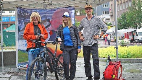 VINNER: Britt Kuraas (t.v.) vant en guidet sykkeltur med Samantha Karlsson og Daniel Larsson i Wild North Adventures. Men hun er ikke en ivrig syklist.