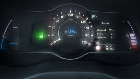 REKKEVIDDE: Jo mer energitette batteriene er, jo mindre blir batteripakken i elbilene. Det vil spare både miljø og penger. Alternativt kan elbilene få enorm rekkevidde. Forskningsmiljøet rundt Tesla hevder de kan gjøre dagens batteriteknologi vesentlig mer energieffektive.