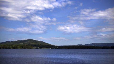 Glitrende sjø: I rett vær ligger Storsjøen glitrende midt i Odalen, perfekt for en 43 fots Storsjøbåt.Foto: Mina taaje