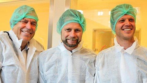 HAR IKKE NÅDD FRAM: Per S. Thoresen (til venstre) i Curida-styret og daglig leder Leif Rune Skymoen (til høyre) har ikke nådd fram til helse- og omsorgsminister Bent Høie (H) med sitt ønske om fortgang i norsk beredskapsproduksjon og vaksineproduksjon.