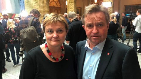 SKUFFET: Aps stortingsrepresentanter Rigmor Aasrud og Tore Hagebakken frykter konsekvensene av at Helse sør-øst ser bort fra politikernes enighet og i stedet legger Mjøssykehuset til Brumunddal