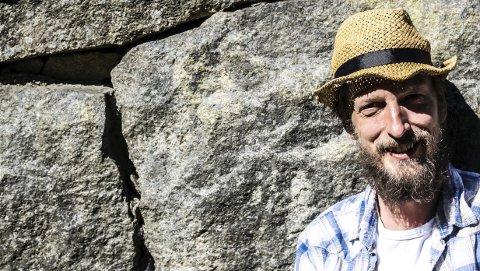 STOLT OG ENGASJERT: – Jeg føler meg som en stolt og engasjert haldenser. Jeg gleder meg som en liten unge til Stenhoggerfestivalen, sier Nils Otto Økern-Klevmo.