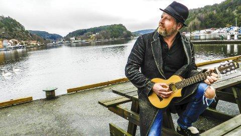 «Ingen mafia»: Frank Skovrand har riktignok en kul hatt som varemerke, men kjenner seg ikke igjen i mafiakarakteristikken av Haldens musikkliv.