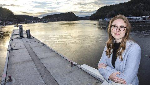 Gleder seg: Anne Helene Bakke er glad i hjembyen sin. Hun vokste opp ved Bøklevene på Idd. Nå bor og studerer hun i Oslo og er innstilt på mange timer på Østfoldbanen og i rådhuset i Halden.