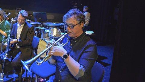 Stian aareskjold treffer tonen:  Trompetisen synes han har gode dager som musiker i landet eldste musikkensemble.