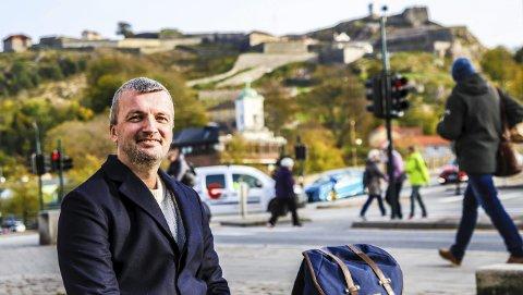 DRØMMEJOBB: Jon Harald Thorsås ønsket å bli NAV-leder i Halden en dag da han og samboeren flyttet til byen for fire år siden. Han fikk muligheten raskere enn han hadde trodd. Nå er han sikker på at han kommer til å bli boende i byen han er blitt så glad i.