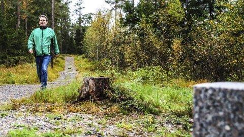 Holder seg i form: Morten Paulsen holder seg i form. Han har operert inn proteser i begge knærne. Det har gitt han mye mer bevegelsesfrihet. Han har også skrevet to bøker om turer i Halden. De ble svært populære, og opplagene ble utsolgt.