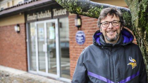 «Haldens stolthet»: – Det er helt suveren å spille på Fredrikshald Teaters scene. Dette unike teateret er virkelig noe Halden har grunn til å være stolt av, mener Johnny Nilsen.