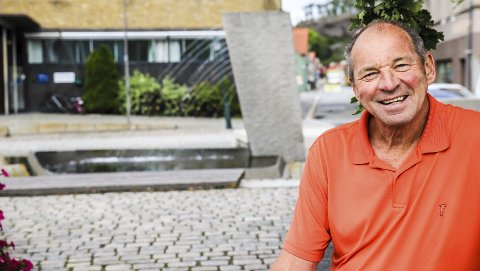 «STAYER»: Tille Andreassen er en stayer. han har bodd i Halden i 70 år, har vært gift med sin Reidun i 44, jobbet 39 år på Strupe ungdomsskole – og han har 202 A-kamper fordelt på 13 sesonger i Kvik Halden FK. Også har han skrevet mer enn 100 jubilantintervjuer for HA. Nå er det hans tur!