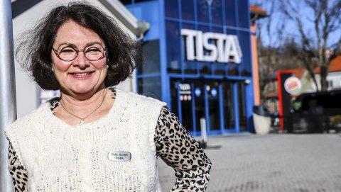 """FRA ILLE TIL BEDRE: Nedstengningen 16. mars omtalte Britt Brattli som """"ille"""". Derfor er hun ekstra glad for at hun nesten fire uker senere kan ønske alle ansatte og kunder velkommen tilbake til et åpent Tista senter."""