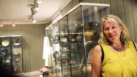 Ildsjel: Hanne Røed er blitt en ildsjel og en pådriver for Haldenkeramikken. Hun synes det er stor stas med utstillingen som forrige helg åpnet i Galleri Rød.