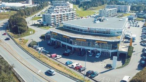 FUSJONERER: Åkra Bil slår sammen deler av virksomheten sin med Fylkesnes Bil. De to danner et nytt eierselskap.