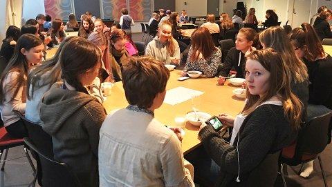 Skolefrokost på Leirfjord barne- og ungdomsskole. Foto: Heidi Rønning