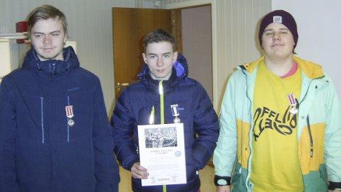 JUNIOR: Emil Lysøy Wika vant juniorklassen med 346 poeng foran Kim Rune Sagmo (t.h.) og Mathias Johan Rogne.