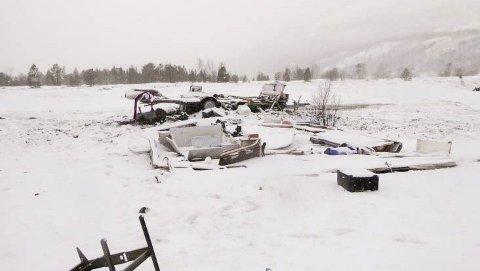 VRAK: Dette campingvognvraket er brudd på forurensningsloven. Bildet er tatt i mars. Foto: Alta kommune