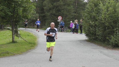 STERK TID: Sander Strøm (66) løp den lengste runden på 19:18 på Sandfalljoggen. Foto: Rolf Rantala/Alta IF