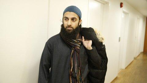 Dette bildet av terrorsiktede Ubaydullah Hussain er tatt ved en tidligere anledning. I retten torsdag framsto Hussain kortklipt på både hår og skjegg, og med hvite, vestlige klær. FOTO: PEDERSEN, TERJE / NTB SCANPIX