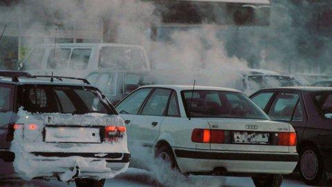 VIL HA NYE KUTT: Biler i framtiden må ha langt mindre utslipp en dagens biler. Illustrasjon.