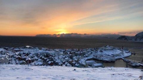 STØRST FORSKJELL: I Finnmark er det Nordkapp kommune som har størst gjennomsnittlig lønnsforskjell. Her illustrert med et bilde av kommunesenteret Honningsvåg.