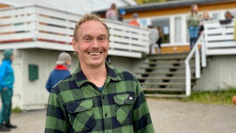 Avdelingsleder Dag Erik Eriksen er fornøyd med at det nå er lovpålagt at alle barn skal på leirskole: – Elevene oppfordres til å ta ansvar.