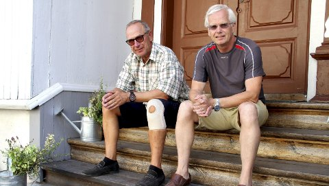 BEKYMRING: Tom Amundsen (til v.) og Arnfinn Horne Johansen vet ikke hvordan de skal få endene til å møtes i driften av henholdsvis Holmestrand Museum og Olav og Emma Duuns stiftelse. Foto: Lars Ivar Hordnes