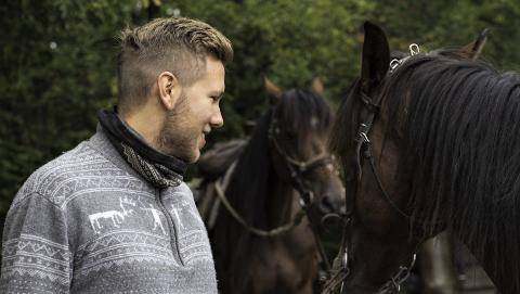 SUKSESS OG SLIT: Erik Solberg (bildet) og faren Bengt eier Eldorado Gracieux, som både har vunnet de fleste løpene den har deltatt og vært en vanskelig hest å trene.