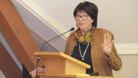 Advarte: Rådmann Inger Lysa var klar på at det vil bli en svært krevende økonomisk situasjon for kommunen de neste årene.