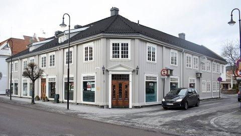 Fikk grønt lys: Kommunen har godkjent utvidet skjenkeareal for Gamle Norge pub i uke 27. Dermed kan det bli utekonsert i bakgråden.