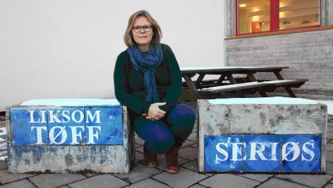 Alle elever og ansatte på Røyken videregående skole settes midlertidig i karantene, opplyser rektor Laila Johanne Handelsby.