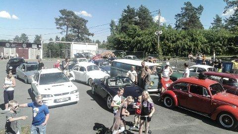 SOSIALT: Bobletreffet samler både små og store bilentusiaster.
