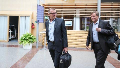 Kjører på: Sven O.Nylænder og Espen Ettre i nye RSL kjører på videre uten tanke på Rygge Airport.