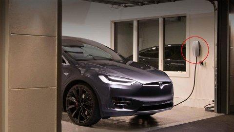 Å lade elbilen hjemme har blitt mye dyrere nå som strømprisene nå er på et rekordnivå. I enkelte tilfeller er det nå dyrere enn å kjøre på bensin og diesel.