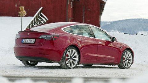 Ikke vanskelig å se at dette er en Tesla, Model 3 har mye til felles med storebror Model S.