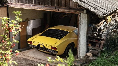 Her i dette gamle skuret har den verdifulle bilen stått siden eieren døde.