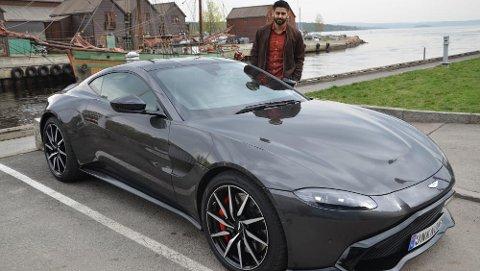 Anders Gill er stolt av den nye bilen sin, og det er lett å forstå!