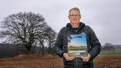 MIDT I PERLEN: Bjørn Boge har skrevet boka «Herregårdslandskapet i Rygge», og vil skape forståelse for at landskap og natur ikke er en selvfølge.