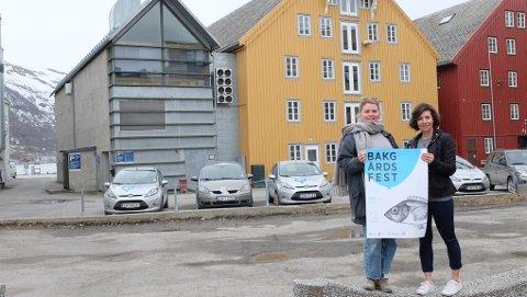 Her blir det fest! Sara Normann Lund - arkitekt og sitter i faggruppen i NODA og Michele Renee Widerøe - Daglig leder i NODA  (Nordnorsk Design- og Arkitektursenter) planlegger stor bakgårdsfest bak gamle Driv 18. juni.