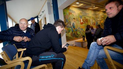 Entreprenørene Henrik Nygård, Nils Arne Hofsøy og Hans Arne Henriksen fulgte innledningen av møte fra tilhørerbenken. Så ble de sendt på gangen. Foto: Ola Solvang