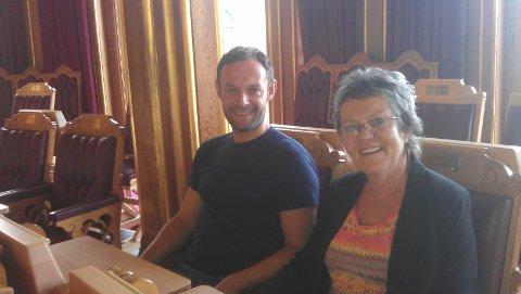 PÅ BESØK: Mamma Torill Knag besøkte sønnen på Stortinget.