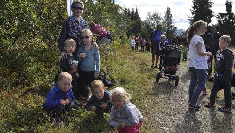 FIN TUR: Sofie, Philip, Solvor, Heine, Hans Christian og Birk Ivar hadde alle en fin tur til Bergstoppen.Foto: Kristin S. Moshagen