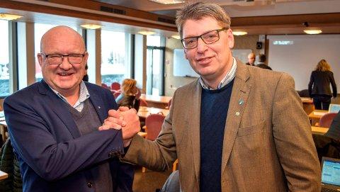 OVERTAR REGIONEN: Land-ordførerne Terje Odden (t.v.) og Ola Tore Dokken overtok fredag som henholdsvis nestleder og leder i regionrådet i Gjøvikregionen.